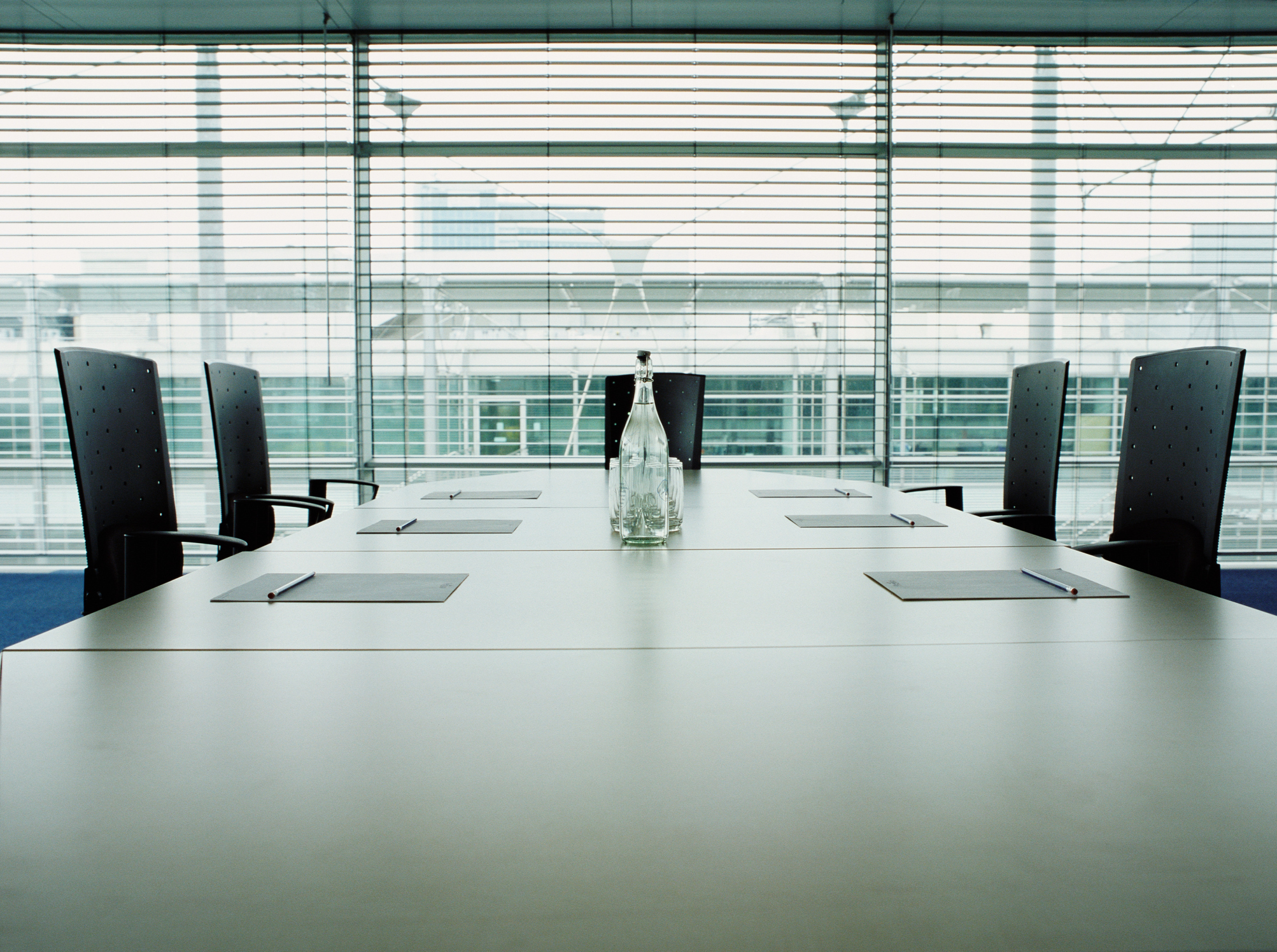 companies struggle to develop senior leadership